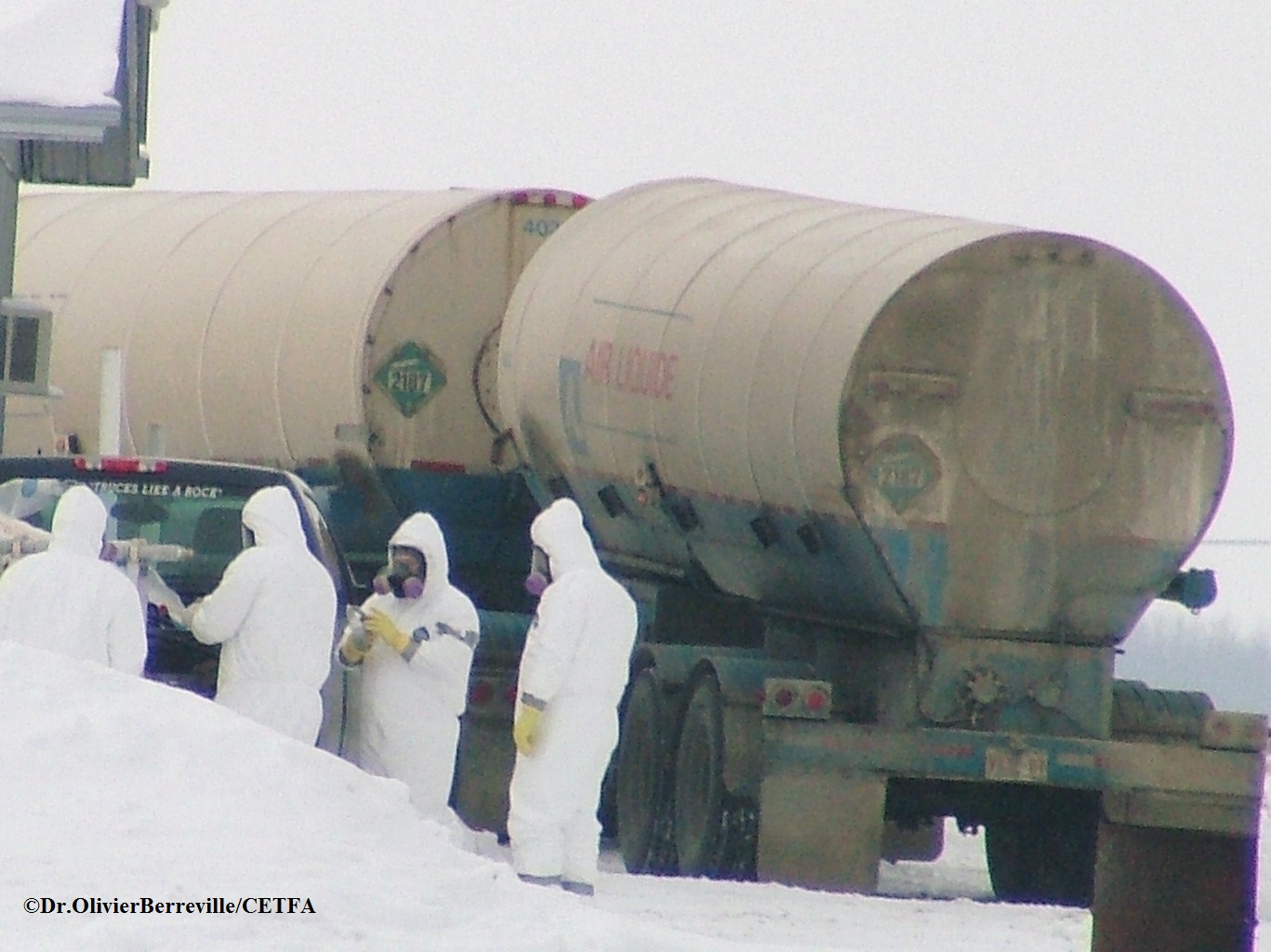 CFIA officials prepare to gas turkeys during 2010 avian influenza outbreak in Rockwood, Manitoba.                                                                                                              Photo: Dr. Olivier Berreville / CETFA.
